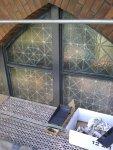 Spitzbogenfenster hinter Baugerüst